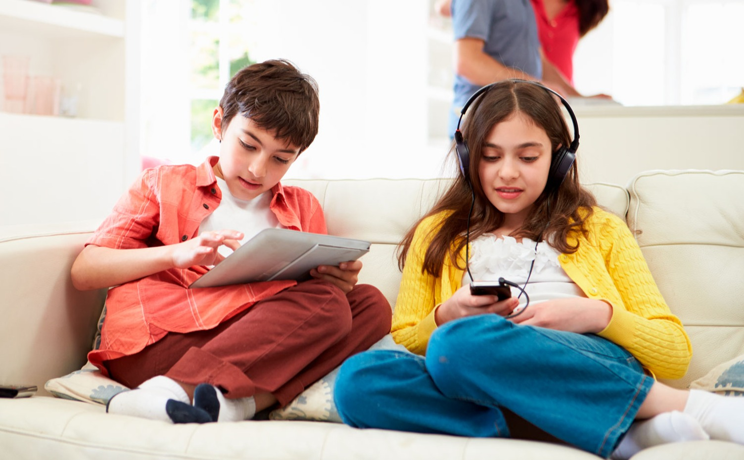 teen_kids_using_devices_on_couch_extended_2